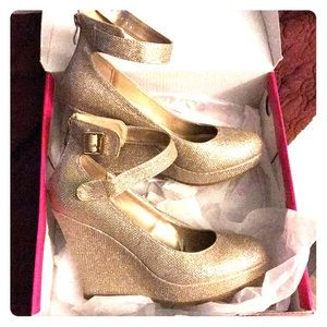 Wedges, gold